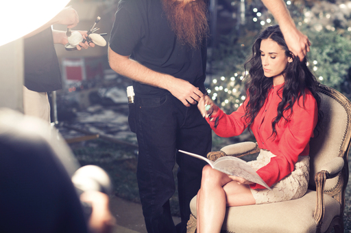 Demi-Moore-takes-a-break-to-peruse-Ann-Taylors-Holiday-2011-lookbook-md