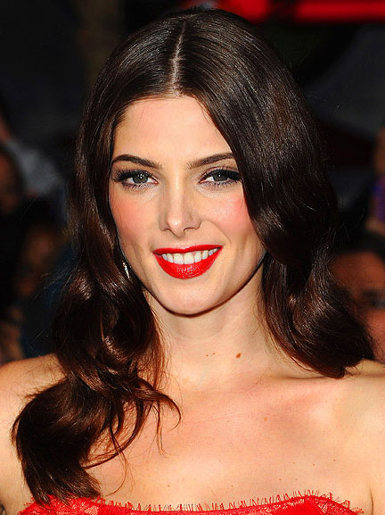ashley-greene's-holiday-makeup